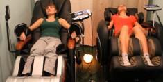 Аппаратный массаж в кресле – достойная конкуренция массажистам